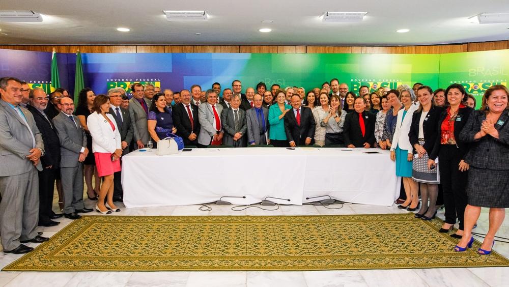 Reitora da UFOPA participa de encontro com Dilma Roussef