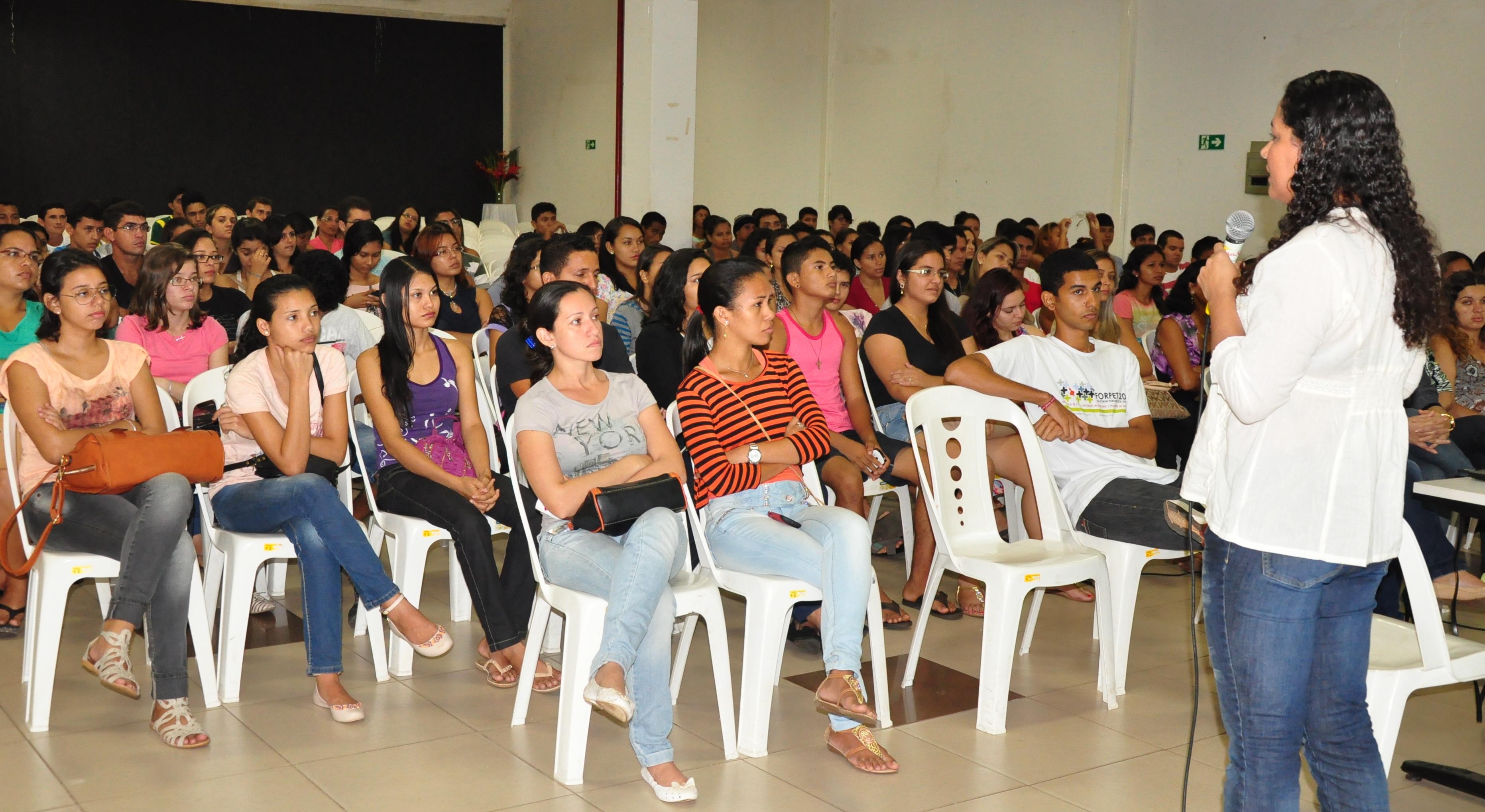 Calouros 2014 recebem orientação e participam da I Gincana de Integração